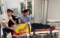 MUHAMMET DEMİR - Motosiklet İle Kamyonet Çarpıştı Açıklaması 2 Yaralı