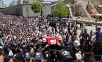 ŞEHİT ASKER - Şehit Uzman Çavuş gözyaşlarıyla son yolculuğuna uğurlandı