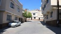 YEŞILKENT - 57 Kişinin Katledildiği Sokaktaki Evlerin Çoğu Satılığa Çıkarıldı