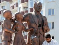 SALDıRı - Atatürk Anıtı'na çekiçle saldıran kişi tutuklandı