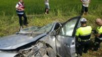 Kamyonetle Otomobil Çarpıştı Açıklaması 2 Ölü, 3 Yaralı