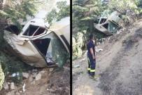TRAFIK KAZASı - Minibüs şarampole yuvarlandı! 1 ölü, 15 yaralı
