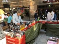 Stockholm'de Dünyanın En Uzun Kitap Stantları Kuruldu