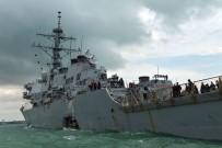 HAVA KUVVETLERİ - ABD Savaş Gemisi İle Petrol Tankeri Çarpıştı Açıklaması 5 Yaralı
