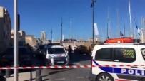 TERÖR SALDIRISI - Fransa'da Bir Araç Otobüs Durağına Daldı Açıklaması 1 Ölü