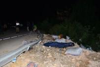 Kamyonet Uçuruma Yuvarlandı Açıklaması 2 Ölü, 4 Yaralı