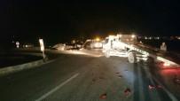 Kavşakta İki Araç Birbirine Girdi Açıklaması 5 Kişi Yaralandı