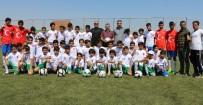 ŞANLIURFA - Suriyeli Çocuklara Spor Malzemesi