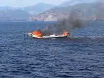 GULET - Yanan Tekne Sulara Gömüldü