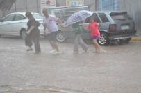 SAĞANAK YAĞMUR - 5 Dakikalık Yağış Hayatı Felç Etti