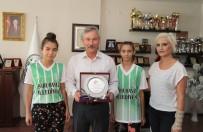 KOLDERE - Badminton Federasyonu'ndan Başkan Yaralı'ya Plaket
