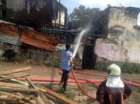 MUSTAFA APAYDIN - Başkent'te Korkutan Yangın