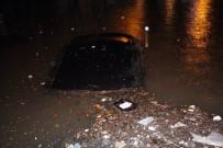 SEL BASKINI - Ereğli'de Otomobiller Sular Altında Kaldı