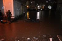SEL BASKINI - Ev Ve İş Yerlerini Su Bastı, Otomobiller Suya Gömüldü