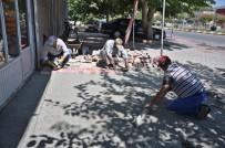 ATATÜRK BULVARI - Gölbaşı Belediyesi Atatürk Bulvarında Kaldırım Tadilatına Başladı