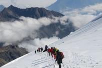 KİRALIK ARAÇ - Hakkari Dağcıları Gürcistan Kazbek Dağına Tırmandılar