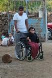 İLTİHAPLI ROMATİZMA - Hatay'da Yaşayan Engelli Kızın Tek Hayali Acun Ilıcalı İle Görüşmek