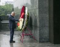 RECEP AKDAĞ - Başbakan Yıldırım, Vietnam'ın İlk Başkanının Mozolesini Ziyaret Etti