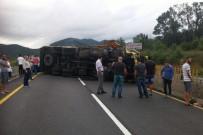 BOLU DAĞı - Bolu Dağı'nı Trafiğe Kapattı