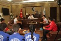 FETHİ SEKİN - Genç Sporcular Başkan Karayol'u Ziyaret Etti