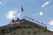 TÜRK BAYRAĞI - Halk Arasında Dolaşan Rivayet Kale Yaptırdı