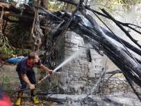 TAHTA KÖPRÜ - Kimliği Belirsiz Kişiler Tahta Köprüyü Yakıp Kaçtı