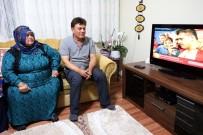 BAYRAM HAVASI - Milli Güreşçi Kayaalp'in Zaferine Ailesi De Televizyon Başında Ortak Oldu