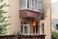 ELEKTRİK KAÇAĞI - Site İçinde Çıkan Yangın Korkuttu