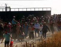 EZİLME TEHLİKESİ - Suriyelilerin sınır kapısındaki bayram geçişinde izdiham