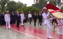 RECEP AKDAĞ - Vietnam'ın İlk Başkanının Mozolesini Ziyaret Etti