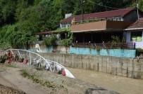 SU BASKINI - Zonguldak'ta Sağanak Yağmurun Ardından Temizlik Çalışmaları Başladı