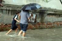 KAFKASYA - Abhazya'da Yağışlar Hayatı Felç Etti