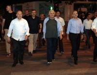 RECEP AKDAĞ - Başbakan Yıldırım, Vietnam Sokaklarında Yürüyüş Yaptı