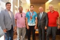 EĞİTİM HAYATI - Başkan Eşkinat Şampiyonu Ağırladı