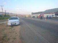 SAKARYA CADDESİ - İki Otomobil Çarpıştı Açıklaması 1 Yaralı