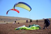 CENGIZ ŞAHIN - İranlı Paraşütçüler, Nemrut Dağı Semalarında Yamaç Paraşütü Uçuşu Yaptı