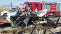 Otomobil Köprü Korkuluklarına Çarptı Açıklaması 1 Ölü, 1 Yaralı