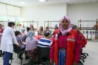 BAĞCıLAR BELEDIYESI - Uluslararası Öğrenciler Engelliler Sarayı'na Hayran Kaldı