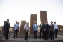 BÜLENT TEKBıYıKOĞLU - Bilal Erdoğan Ahlat'taki Tarihi Mekanları Gezdi
