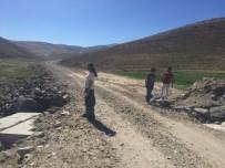SAĞANAK YAĞMUR - Çaldıran'da Selden Dolayı Tahrip Olan Yol, Menfez Ve Köprüler  Onarılıyor