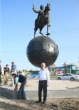 EVLİYA ÇELEBİ - Kütahya'da Evliya Çelebi'nin Anıtı Taşındı