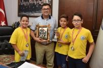 Milaslı Hentbolcular Kazandıkları Kupayı Başkan Tokat'a Taktim Etti