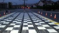 SENKRONIZASYON - Tramvay Kavşaklarına Uyarı Sembolleri Yerleştiriliyor