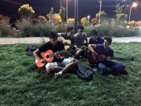 KİLİS VALİSİ - Gençlerden Gitar Dinletisi