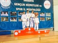 SAKARYA VALİSİ - Kağıtsporlu Judocular Sakarya'dan 35 Madalya İle Döndü