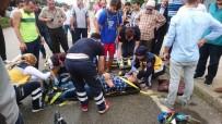 Kaza Yapan Motosiklet Sürücüsünü Uyutmamak İçin Dakikalarca Yaralının Başında Bekledi