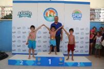 YÜZME YARIŞI - Mezitli Belediyesi Bu Yaz Bin 650 Kişiye Yüzme Öğretti