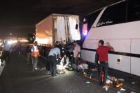 Otobüs İle Tır Arasında Kalan Araç Hurdaya Döndü Açıklaması 2'Si Ağır 5 Yaralı