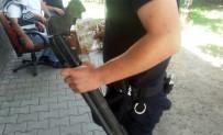 DÖNER BIÇAĞI - Taraftar Otobüsünden Pompalı Tüfek Ve Döner Bıçakları Çıktı