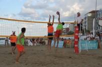 MURAT SARı - Yakakent'te Plaj Voleybolu Turnuvası